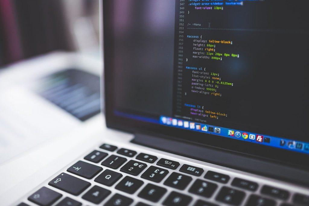 lignes de code sur un ordinateur